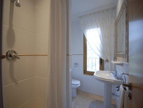 4.Bathroom -Apt2
